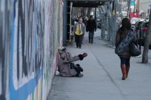 L'argent est préférable à la pauvreté, ne serait-ce que pour des raisons financières (Woody Allen)