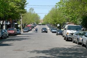 Une rue qui peut paraître banale... mais pleine de surprises