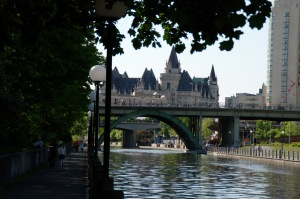 Vue du Château Laurier du canal Rideau