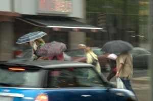 Le rire, comme les essuie-glaces, permet d'avancer même s'il n'arrête pas la pluie (Gerard Jugnot)