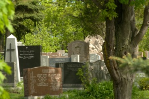Le dialogue d'entre les morts se déroule en plusieurs langues