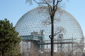 Le 5 juin 1995, la Biosphère voit le jour et devient le premier Centre canadien d'observation environnementale
