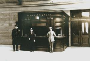 Tableau d'exposition dans la Salle des pas perdus de la gare Windsor