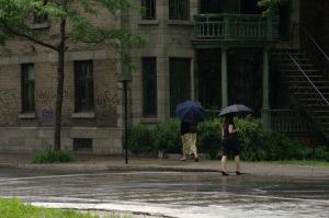 Le parapluie ajoute au charme du jour