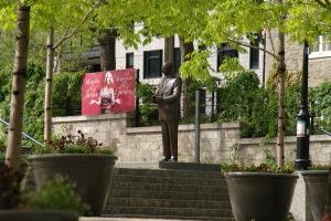 Lucien Bouchard a dit de lui : c'est sous sa gouverne que Montréal est entrée dans la modernité.