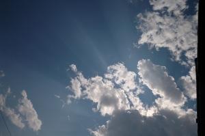 Tapie dans les nuages, on sent bien sa présence lumineuse