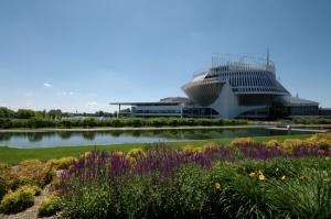 Une végétation magnifique, autour du Casino, fait des lieux un havre de paix