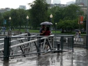 Au bord du fleuve, qu'est-ce qu'une goutte de pluie?