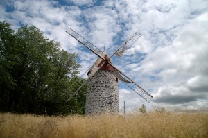 Depuis le 20 juin, la population est invitée à emprunter un parcours dans le parc qui explique, à l'aide de personnages historiques, du meunier à l'amérindien en passant par le forgeron, la vie antérieure du moulin et l'évolution du site