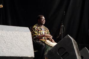 Une introduction rythmée pour l'arrivée d'une grande artiste malienne