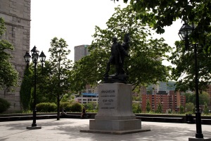 Place Vauquelin dans le Vieux-Montréal
