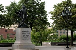 Toutefois, Vauquelin ne dépasse pas en hauteur la colonne Nelson. Ironie de l'Histoire?