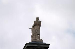 Deux hommes de courage, l'un français, l'autre britannique, affrontent les contradictions de l'Histoire à Montréal