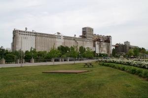 Depuis la démolition des silos nos 1 et 2, il est le dernier pan du panorama portuaire du Vieux-Montréal de l'époque