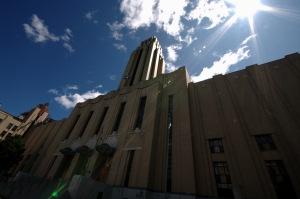 En 2002, le Hall d'honneur, de l'Université de Montréal, avait, pendant une semaine, été transformé en portail de la CBS à New York pour le tournage du film de George Clooney, Confessions of a Dangerous Mind