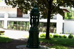 La Fontaine Wallace, don de la Ville de Paris, était installée, lors de l'Exposition universelle de 1967, juste en face du pavillon de la Jamaïque