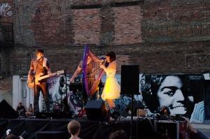 French Kiss est un projet de musique électronique mettant de l'avant la harpe électrique, jouée de façon percussive et énergique, et colorée par des effets de toutes sortes