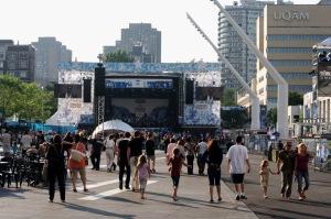 Le festival montréalais, en accueillant plus d'un million de spectateurs en dix jours, est le plus grand événement consacré à la musique francophone