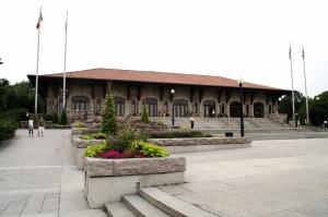 Le chalet principal et le Kondiaronk attirent des milliers de touristes et de montréalais