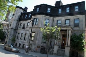 McGill compte, parmi ses 174 000 anciens étudiants dans le monde, trois astronautes, quatre Prix Nobel, neuf lauréats d'Oscar