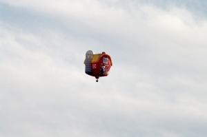 Ce sont Bob Burch et Dave McLeod, résidents montréalais, qui ont, à l'origine, l'idée de proposer un festival de montgolfières