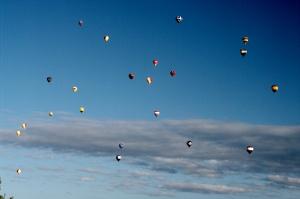 Tout se termine dans un beau ciel multicolore