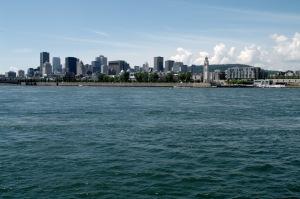 Plus nous nous éloignons de notre port d'attache, plus belle est la vue de Montréal