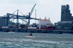 Activité portuaire et activité touristique font bon ménage sur le fleuve