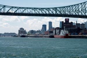 Nous amorçons notre retour avec, une fois de plus, une vue du pont Jacques-Cartier en avant-plan