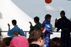 « Odori » signifie danse. Le Bon Odori est une danse traditionnelle associée un festival