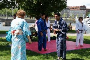 Le public était invité à participer aux célébrations en revêtant un Yukata et en prenant part à la danse