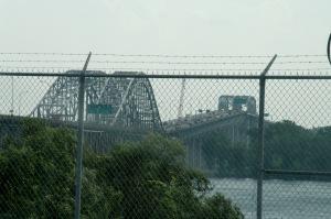 Il est important de préciser que neuf ponts enjambent le fleuve Saint-Laurent