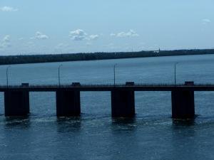 Et les ponts accentuent davantage la grandeur du fleuve