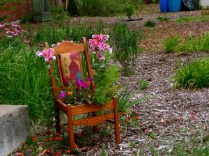 Une chaise qui ... fleurit bien!