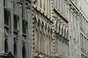 Pour peu qu'on y regarde de plus près, les façades nous révèlent beaucoup
