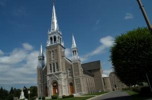 Détour obligé vers l'imposante cathédrale de Joliette