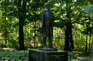 Le Pont-Tunnel Louis-Hippolyte Lafontaine, le parc Lafontaine et l'Hôpital Louis-Hippolyte-Lafontaine ont tous été nommés en son honneur