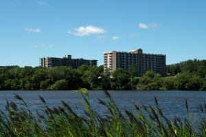 En 1610, M. Des Prairies, compagnon de Samuel de Champlain, donne son nom à la rivière qui longe l'île de Montréal