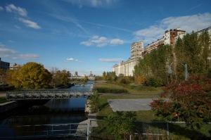 Aimez-vous les ponts? À l'automne, ils sont un passage poétique vers l'hiver
