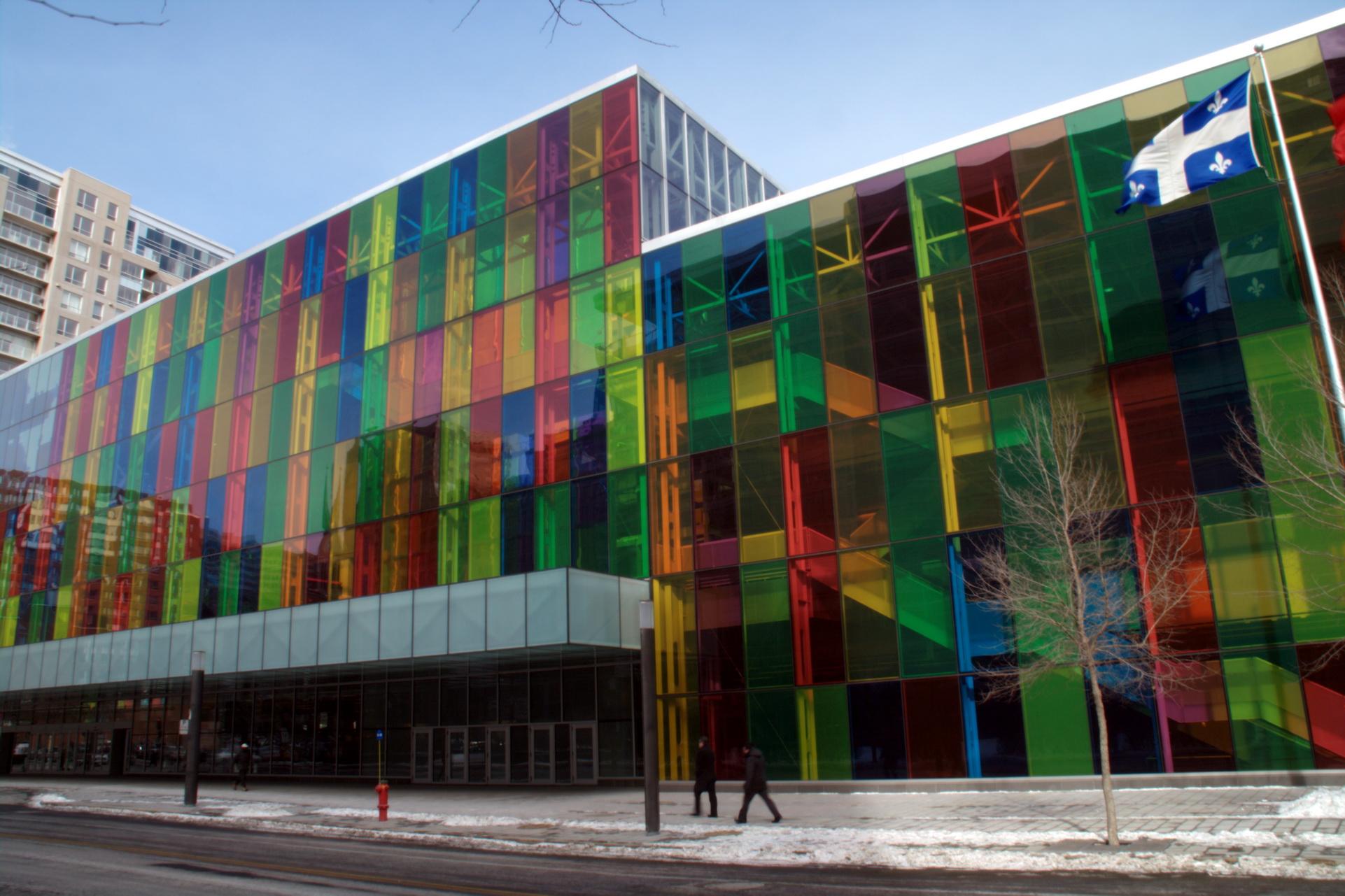 Une architecture flamboyante aux mille lumi res multicolores les beaut s de montr al - Salon de l emploi palais des congres ...