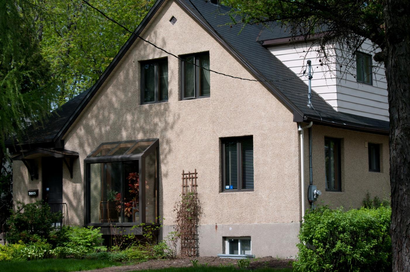 les belles de mon quartier les beaut s de montr al. Black Bedroom Furniture Sets. Home Design Ideas