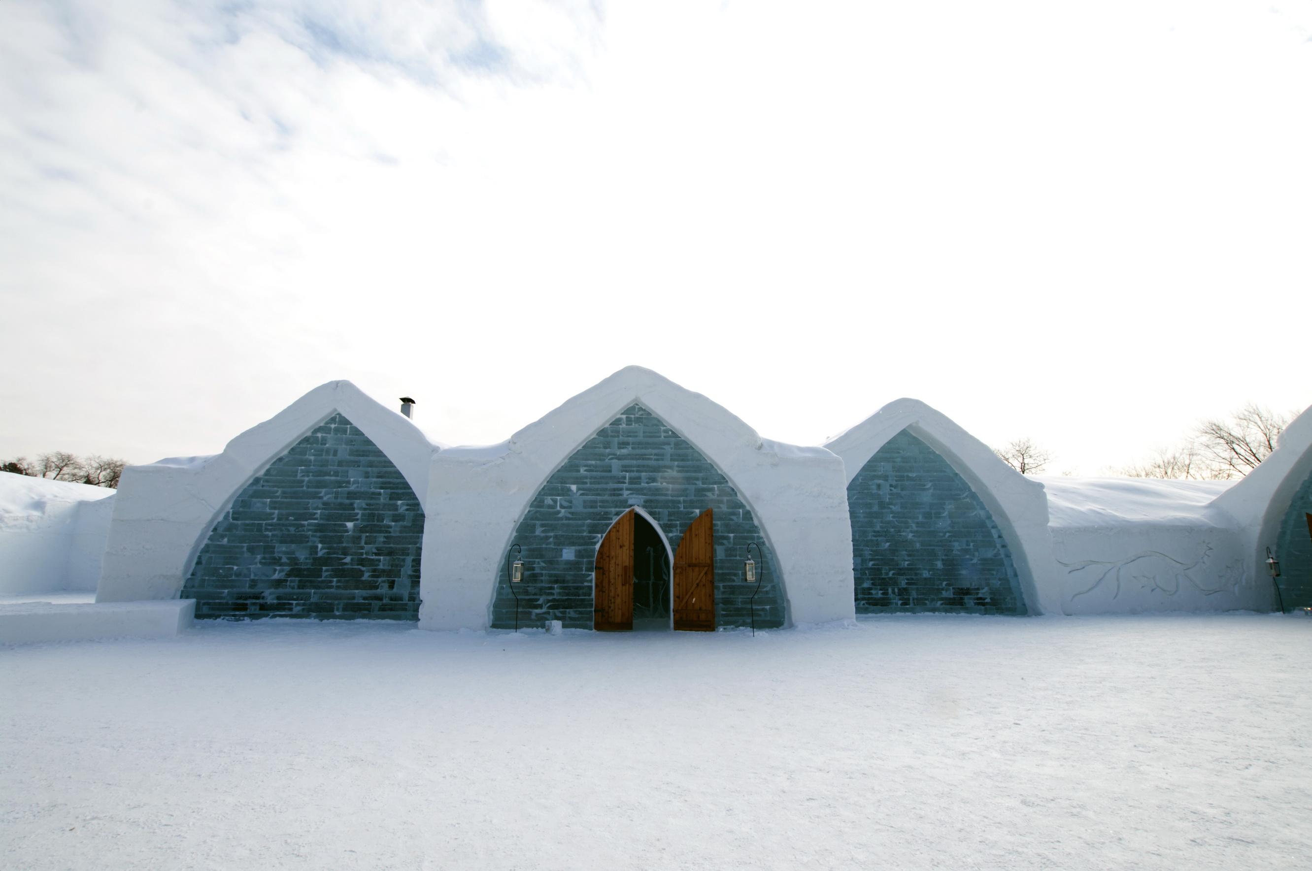 hotel de glace les beaut s de montr al. Black Bedroom Furniture Sets. Home Design Ideas