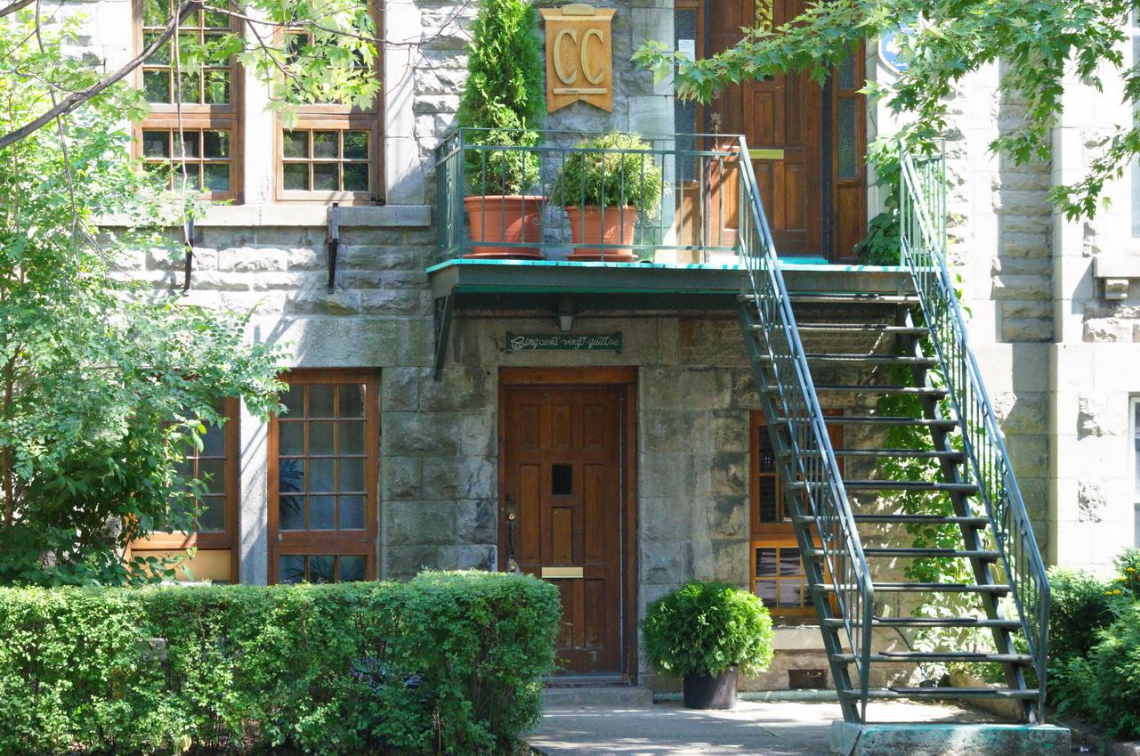 pourquoi un escalier fait il r ver les beaut s de montr al. Black Bedroom Furniture Sets. Home Design Ideas