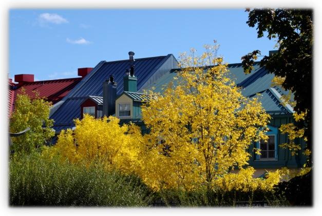 Les couleurs d'automne sur le village de Tremblant dans les Laurentides, au Québec
