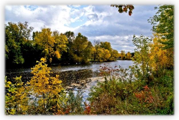 Marcel Asselin jette un regard mythique sur la région de Lanaudière, sur l'automne près de la Rivière Noire, sur les alentours de Sainte-Émilie-de-l'Énergie