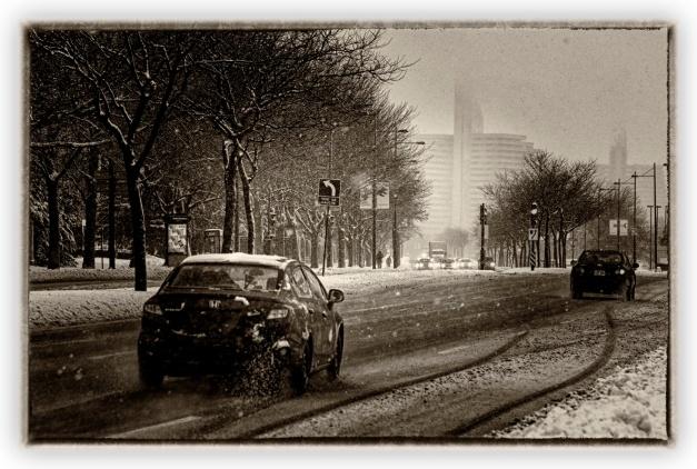 Et dans nos hivers d'antan point de vitesse, que des lenteurs, des lenteurs incommensurables pour parvenir à gagner nos maisons chaudes