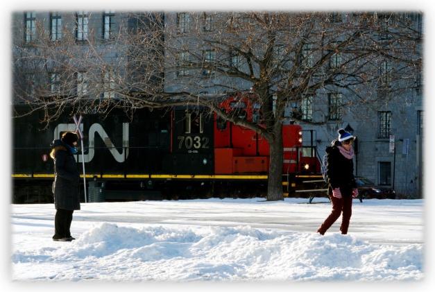 Mardi matin, nous avions été prévenus par la météo. Il fera très froid à Montréal. En effet, moins dix degrés centigrade... dur dur pour les doigts du photographe ;-)
