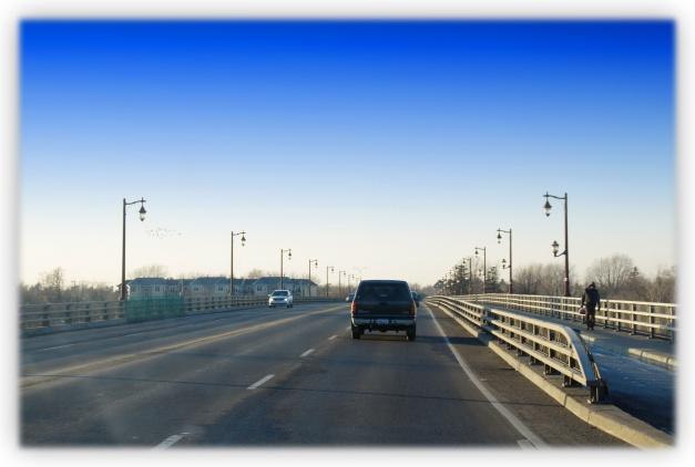 La Ville de Mont-Saint-Hilaire compte plus de 110,5 km de rues et près de 23 km de tronçons de pistes cyclables. Elle compte également plusieurs quartiers résidentiels dont le Belvédère du Boisée, le Cheval-Blanc, le Boisé ensoleillé, Au Pied de la falaise et le secteur de la gare
