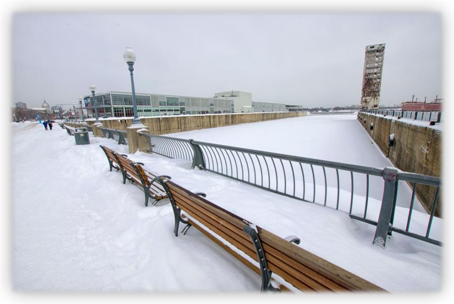 Silence et grande froidure au Vieux-Port de Montréal