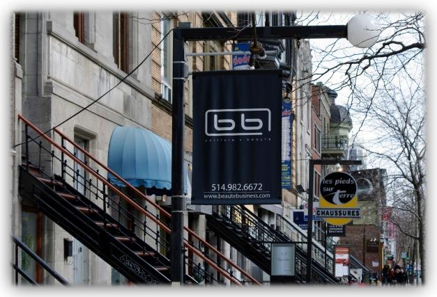 J'arpente la rue Saint--Denis